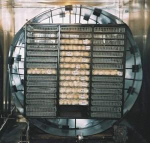 Лоточный блок инкубаторов ИНКИ устанавливается в тележку оригинальной цилиндрической формы.
